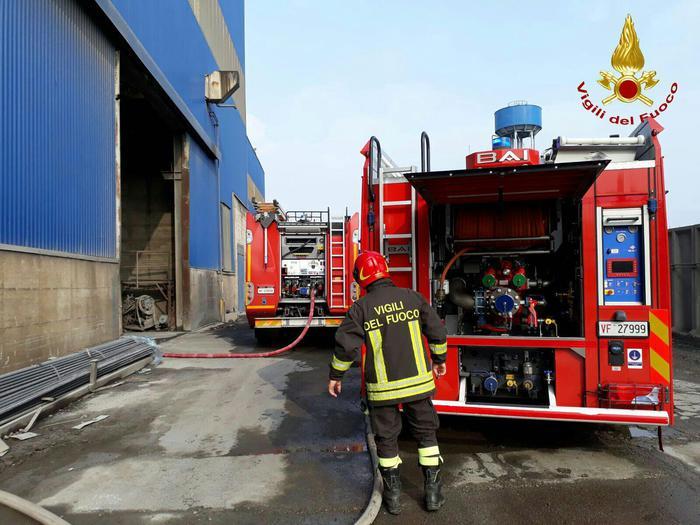 Padova, incidente sul lavoro: colata di acciaio bollente investe operai, 3 sono gravissimi