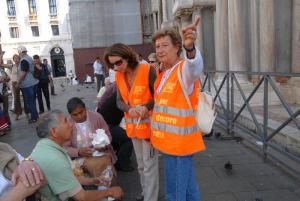 Venezia dichiara guerra al cibo da passeggio e bivacchi: stop 3 anni a nuovi take-away