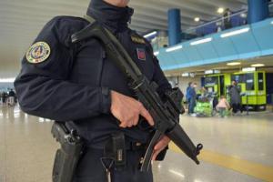 """Terrorismo, blitz contro due cellule jihadiste: 14 arresti. """"Dall'Italia finanziavano il terrorismo in Siria"""""""