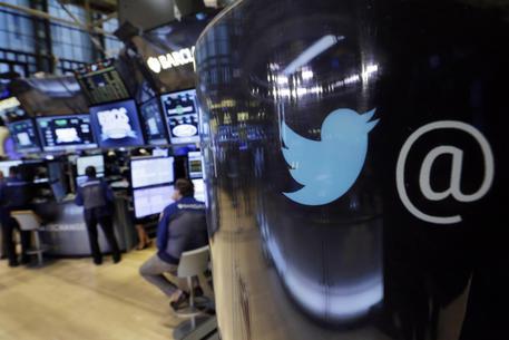 """Twitter, falla interna: a rischio account di oltre 300 milioni di utenti. """"Cambiate la password"""""""