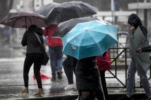 Meteo, temporali e calo delle temperature: sulle Alpi torna la neve
