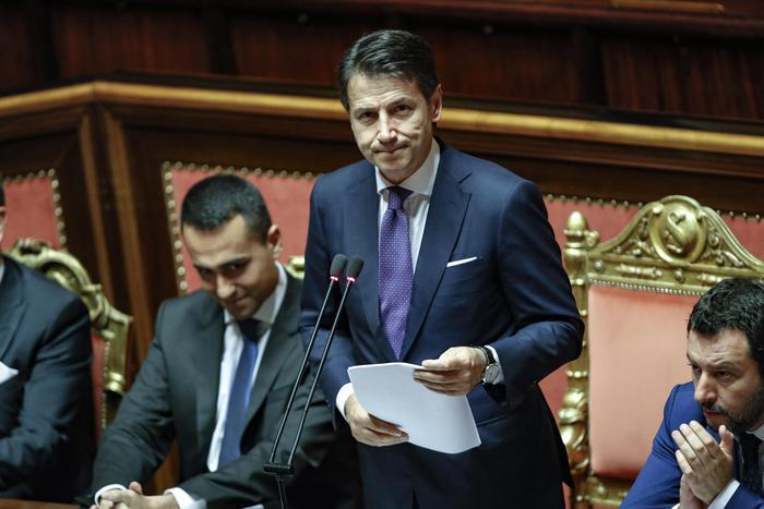 """Il fuorionda a Montecitorio, Conte a Di Maio: """"Posso dire che... ?"""". Lui: """"No"""""""