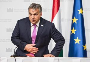 La mossa di Orban contro i migranti: il divieto di accoglienza nella Costituzione dell'Ungheria