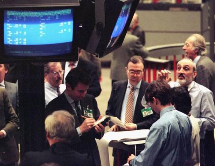 La giornata dei mercati: scendono i titoli di Stato, Piazza Affari la migliore in Europa. Spread sotto 240 punti