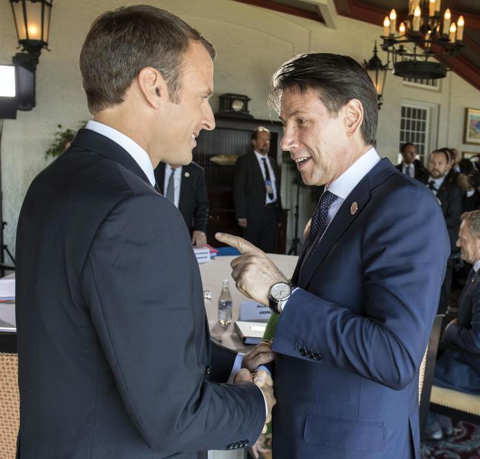Parigi, Conte all'Eliseo per l'incontro con Macron: sul tavolo la riforma di Dublino e la proposta di hotspot Paesi d'origine