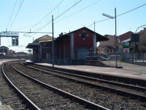 Torino, la figlia vuole uscire con le amiche a Torino, il padre blocca il treno: denunciato