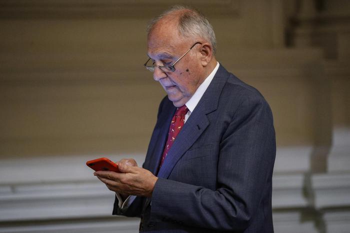Ministro Paolo Savona indagato per usura bancaria: coinvolte altre 22 persone in una inchiesta a Campobasso