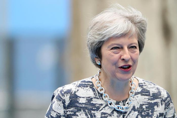 """Brexit, la linea dura di Theresa May: """"Stop ad europei in cerca di lavoro, solo professionisti"""""""