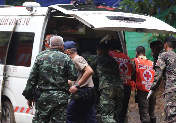 Thailandia, fuori altri quattro ragazzi: per oggi operazioni sospese. Restano da salvare 4 ragazzini e il loro allenatore