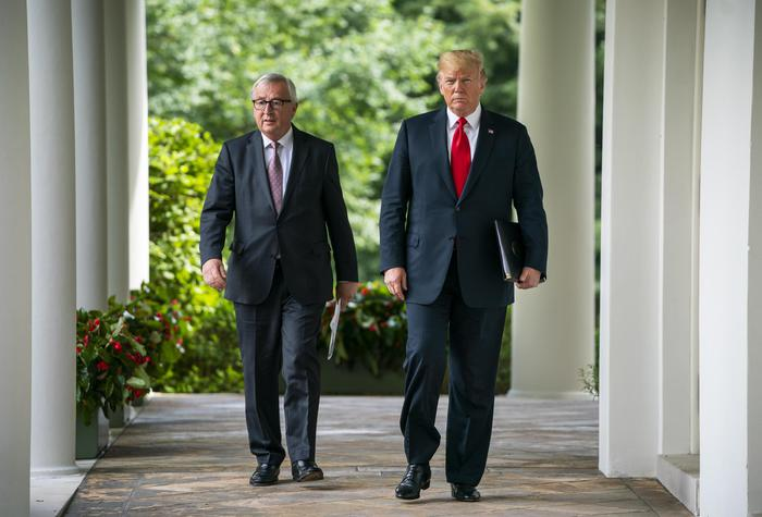 """Dazi, Trump e la nuova fase di tregua con l'Europa: """"Zero tariffe su beni industriali"""". Poi su Marchionne: """"Un grande, come Henry Ford"""""""