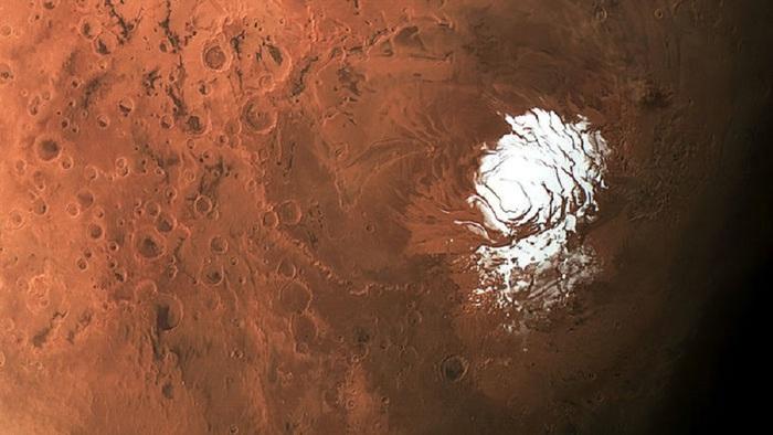 Scoperto su Marte un lago di acqua salata: l'osservazione è stata fatta dal radar italiano Marsis. Ha tutti i requisiti per la vita