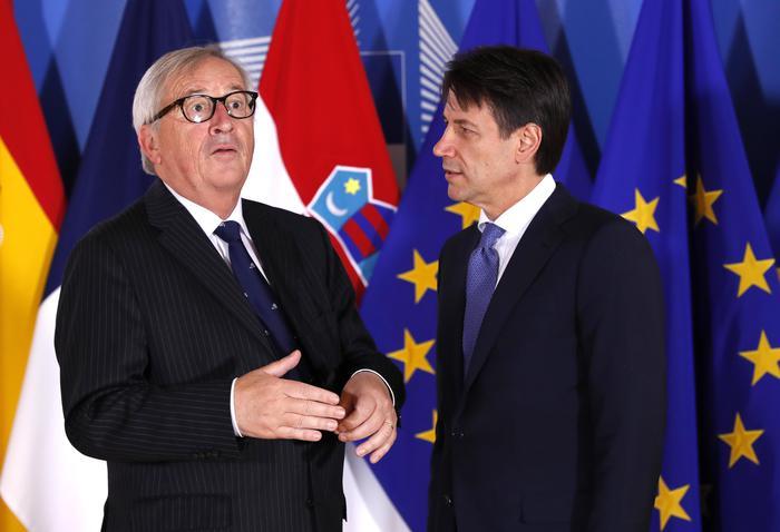 """Juncker: """"Pronti a coordinare la cellula di crisi, ma nessuna soluzione ad hoc. Ue non ha competenza su porti sicuri"""""""
