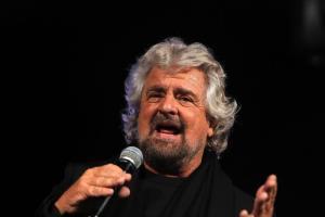 """Aggressione a Daisy Osauke, Beppe Grillo: """"I media portano l'Italia verso il baratro. L'unica cosa sensazionale è stata la mira del razzista"""""""