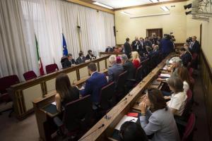 Rai, la commissione di Vigilanza boccia Foa alla presidenza: 22 voti favorevoli, ma sotto il quorum di 27. Berlusconi rompe con Salvini