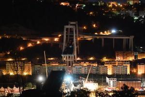"""Genova, crollo del ponte Morandi: 39 morti e 331 famiglie sfollate. Governo: """"Via vertici e concessione Autostrade"""""""