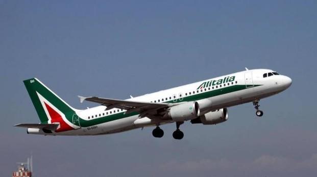 Bimba di 2 anni muore su volo Alitalia: atterraggio di emergenza a Bari. La piccola era affetta da una grave patologia