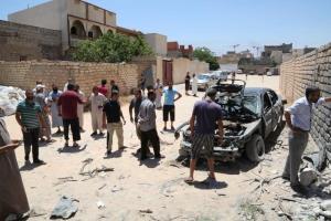 """Libia, stato d'emergenza: ribelli in marcia verso Tripoli. Resta aperta l'ambasciata italiana, """"evacuati alcuni concittadini"""""""