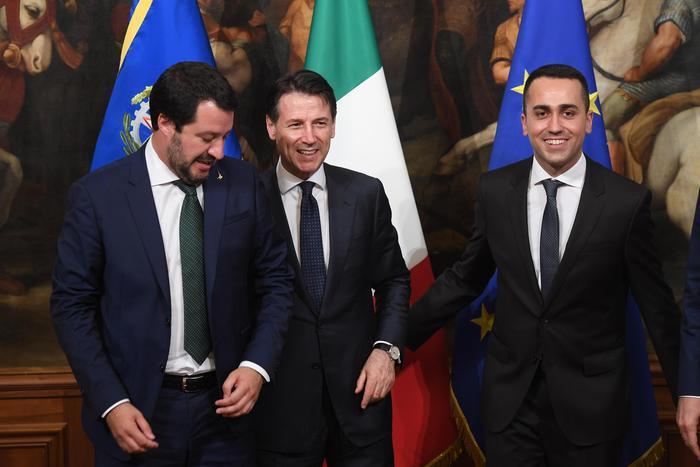 """Manovra, Di Maio: """"Non è in contrasto con l'Ue"""". Salvini: """"Il reddito di cittadinanza ci sarà"""""""