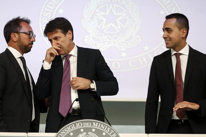 """Ddl anti-corruzione, c'è l'ok dal Cdm: Daspo a vita per reati sopra 2 anni. Di Maio: """"Da oggi lo Stato dalla parte degli onesti"""""""