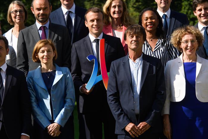 Francia, Macron e il crollo di popolarità: dopo i due ministri si dimette anche il portavoce