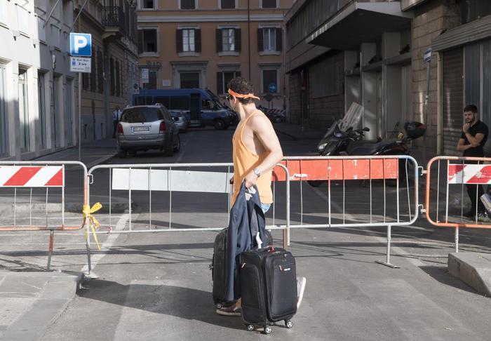 Milano, gli sgomberati di Sesto occupano la torre Ligresti. Annuncio degli attivisti su Fb