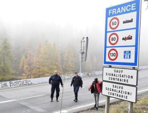 """Migranti, il Viminale accusa: """"La Francia respinge illegalmente i minori al confine di Claviere"""""""