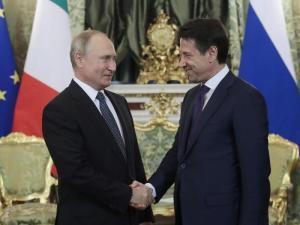 """Mosca, Conte invita Putin in Italia: """"Manca da troppo tempo. La Russia è un partner strategico dell'Italia"""""""