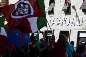 """Roma, prove di sfratto per CasaPound: """"Se entrate sarà un bagno di sangue"""". Salta il blitz della Finanza. La replica di Iannone: """"Nessuna perquisizione, solo fake news"""""""