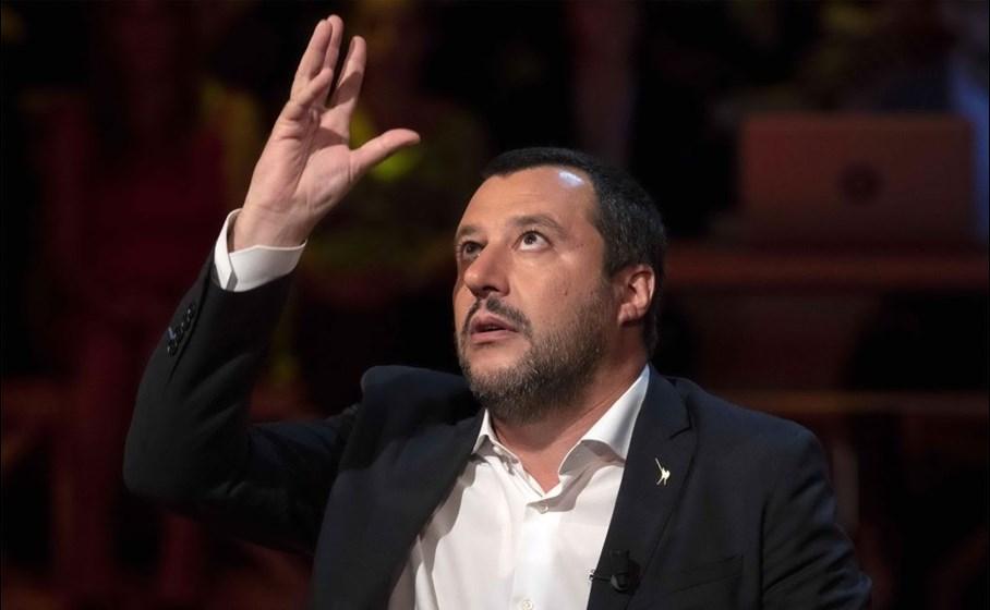 """Salvini: """"Da giorni Saviano non dice una c...ta, sono preoccupato"""". La sferzata del ministro allo scrittore durante un comizio"""