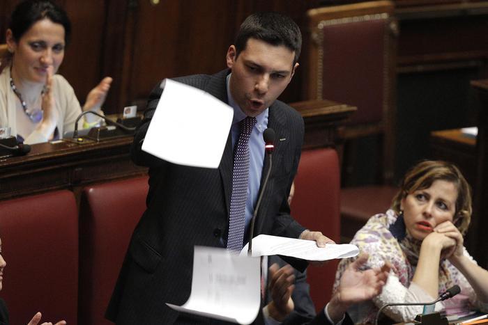 """Manovra, retromarcia M5s: """"No preservativi gratis a migranti, non c'è accordo con la Lega"""""""
