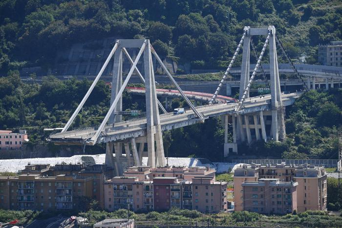 """Genova, ricostruzione del ponte Morandi affidata affidata a un gruppo cinese? Il governo dice no: """"Priorità alle imprese italiane"""""""