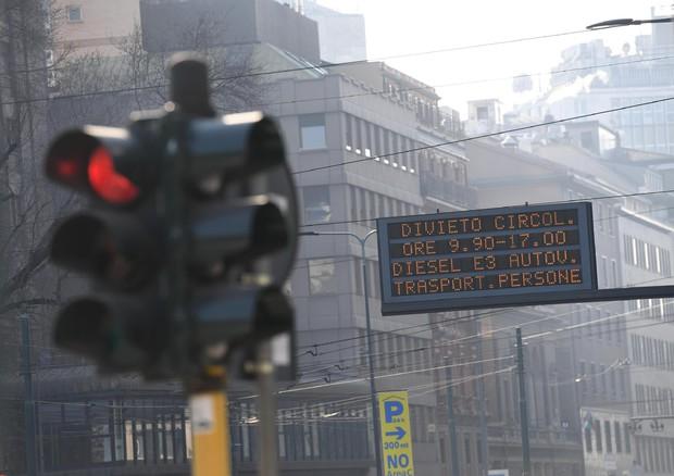 Rapporto Ispra, Brescia la città più inquinata d'Italia: a Roma primato voragini, a Viterbo l'aria più pulita