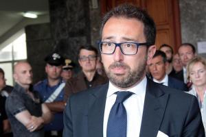 Cesare Battisti, esposto penalisti contro Bonafede per video che rivela identità di un agente