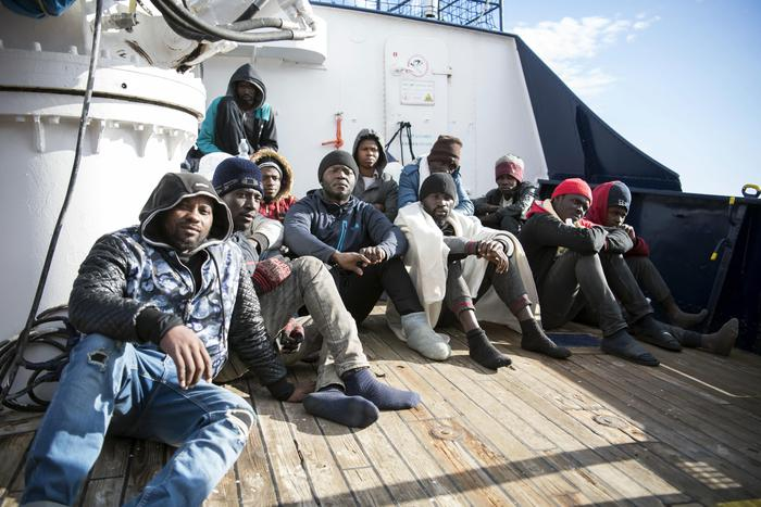 """Migranti, Conte: """"No sbarchi? Manderò un aereo"""". Salvini: """"Non cambio e non cambierò mai idea"""""""