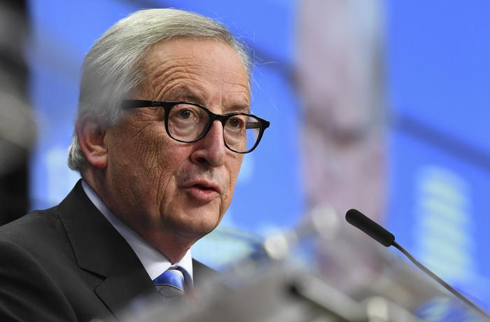 """Ue, il mea culpa di Juncker: """"Durante la crisi del debito austerità avventata e poca solidarietà"""""""