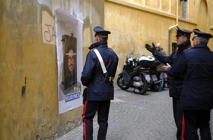 """Roma, manifesto Toninelli """"Neuronics"""" apparso vicino al Quirinale"""