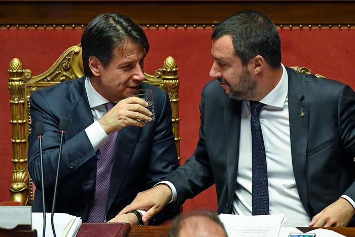 """Aumento Iva, è scontro. Conte: """"Difficile evitarlo"""". Salvini: """"Non aumenterà, devono passare sul mio corpo"""""""
