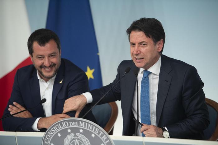 """Via al decreto sicurezza bis, Salvini: """"E' un passo avanti"""". Cittadinanza a Ramy e Adam, eroi di San Donato"""