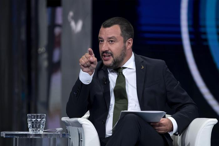 Salvini come un coltello nel burro di una sinistra bloccata fra ideologia e moralismo