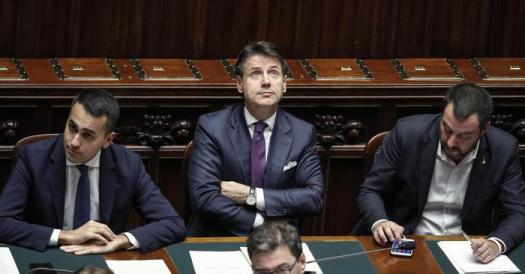 """Lega sfiducia il governo giallo-verde. Salvini accetta la sfida di Conte: """"Tutti lunedì a Roma"""""""