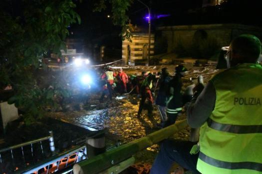 Lombardia, il maltempo fa paura: frane, fango, sfollati, ponti crollati, tetti divelti