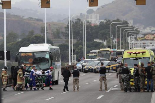 Brasile, tiene in ostaggio 18 passeggeri su bus: ucciso da un cecchino. Aveva pistola giocattolo