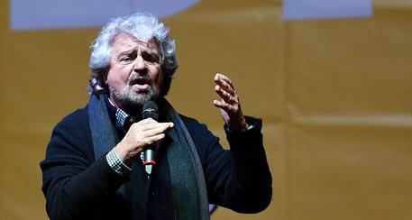 """Beppe Grillo: """"Se togliessimo il diritto di voto agli anziani?"""""""
