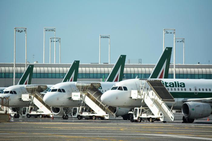 Alitalia caos: Atlantia litiga col Governo, ma è Delta che alla fine si sfilerà