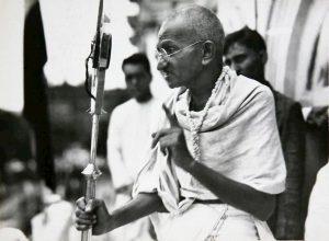 """Gandhi, rubate ceneri e profanato memoriale. """"Traditore"""" per gli estremisti indù"""