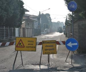 Uhela! A Ossona hanno asfaltato la via Vittorio Veneto e se ne parla su Facebook