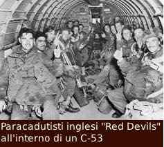 I paracadutisti inglesi red devils, all'interno di un C-53