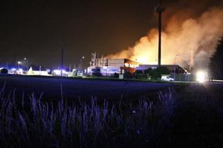 Il rovinoso incendio nella fabbrica di Robecchetto
