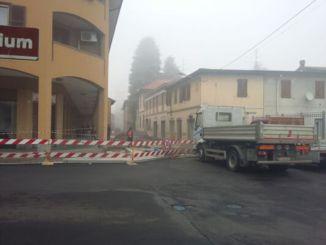 lavori-in-corso Lavori in corso e viabilità. Attaccati al palo Piazza Litta (Ossona) Prima Pagina