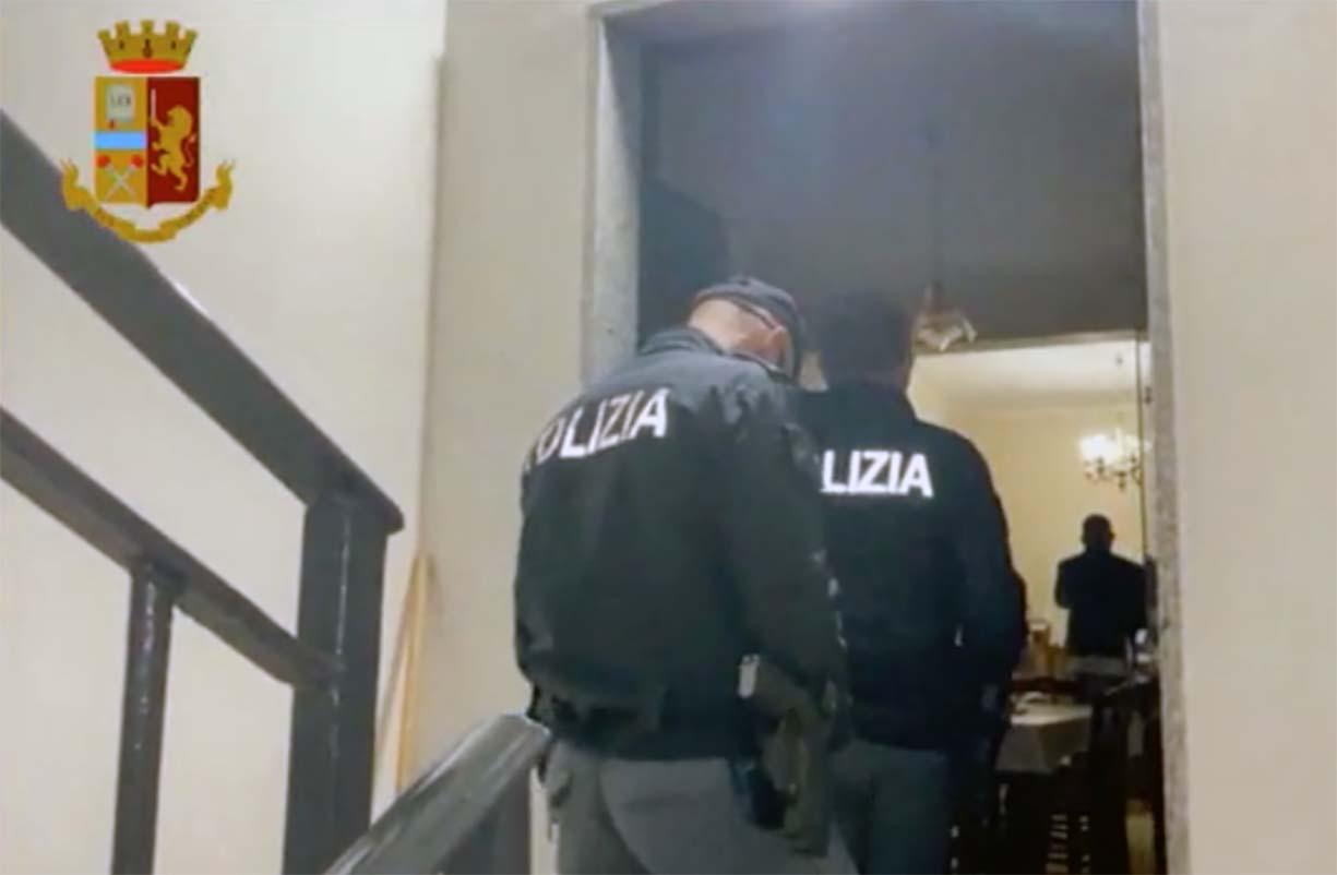 Napoli, scoperta associazione sovversiva neonazista: perquisizioni
